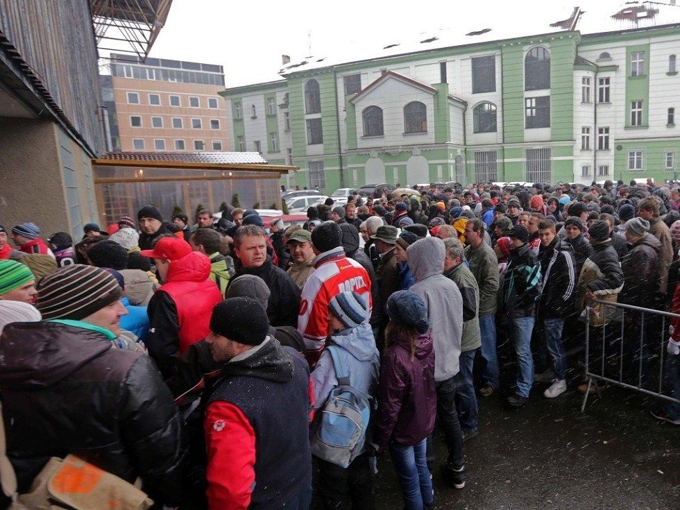 Mora v baráži proti Liberci - fanoušci před stadionem