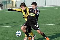 Fotbalisté Sigmy Olomouc B (v černém) porazili v přípravě Ústí nad Orlicí.