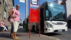 Autobus prostějovské MHD. Od září se v něm děti a senioři svezou se 75% slevou