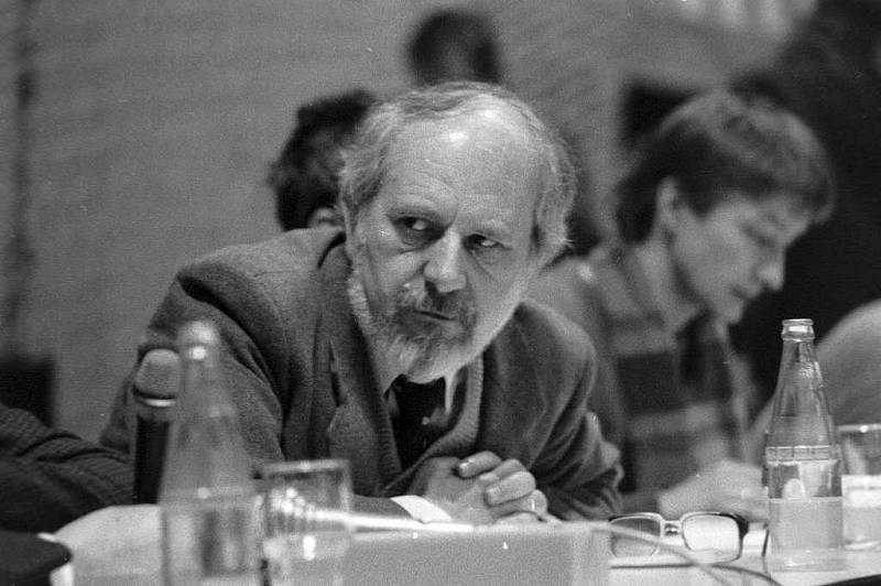 Sametová revoluce 1989 v Olomouci - budoucí první porevoluční rektor Univerzity Palackého Josef Jařab