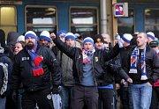 Fanoušci Baníku na olomouckém nádraží