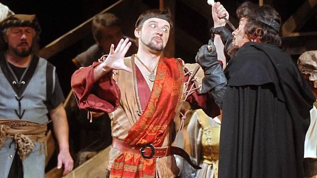 Opereta Král tuláků patří k oblíbeným inscenacím.
