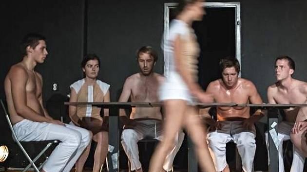 Představení Dej mi štěstí olomouckého Divadla na cucky