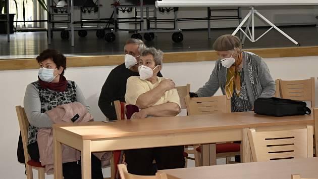 V Konici bylo zahájeno pilotní očkování seniorů 80+ mobilním očkovacím týmem. 23.2. 2021