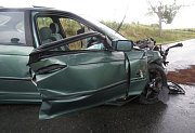 Srážka BMW s octavií u Šternberka, čtyři lidé zraněni