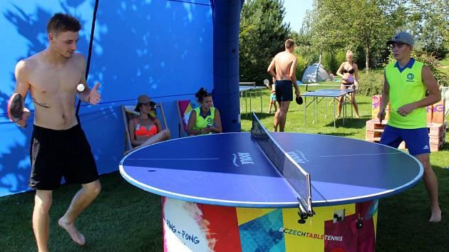 Originální stůl a zábavné aktivity v olomouckém aquaparku láká na WorldTour ve stolním tenise v Olomouci