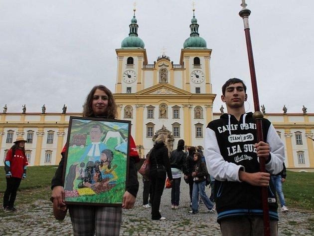 Čtrnáctého ročníku tradiční Rómské pouti na Svatém Kopečku se letos zúčastnilo kolem čtyř set Romů z celé české republiky.