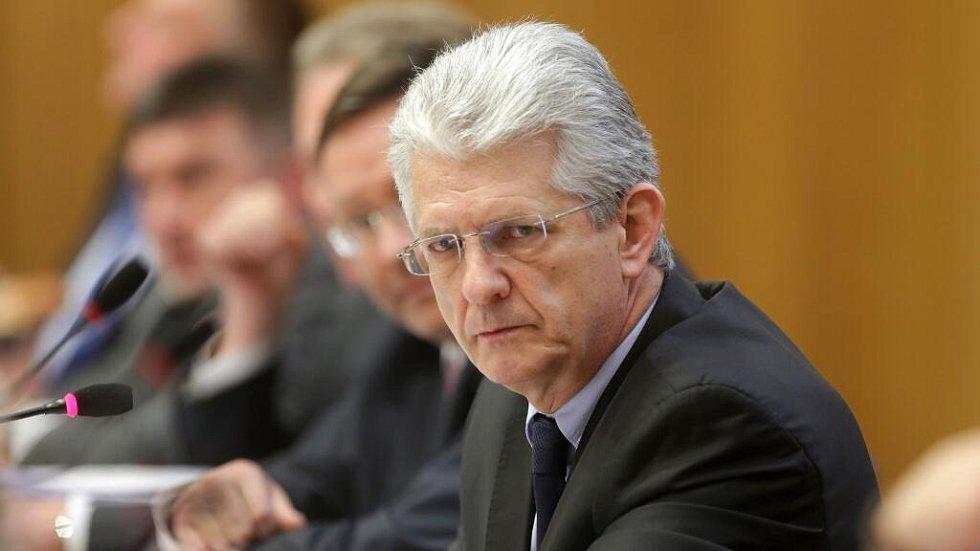 Zasedání zastupitelstva Olomouckého kraje, které má na programu odvolání hejtmana