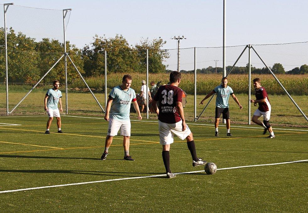 První liga Malého fotbalu Olomouc: FC Levotil - Marky Sport Olomouc 5:1 na novém víceúčelovém hřišti s umělou trávou v Července.