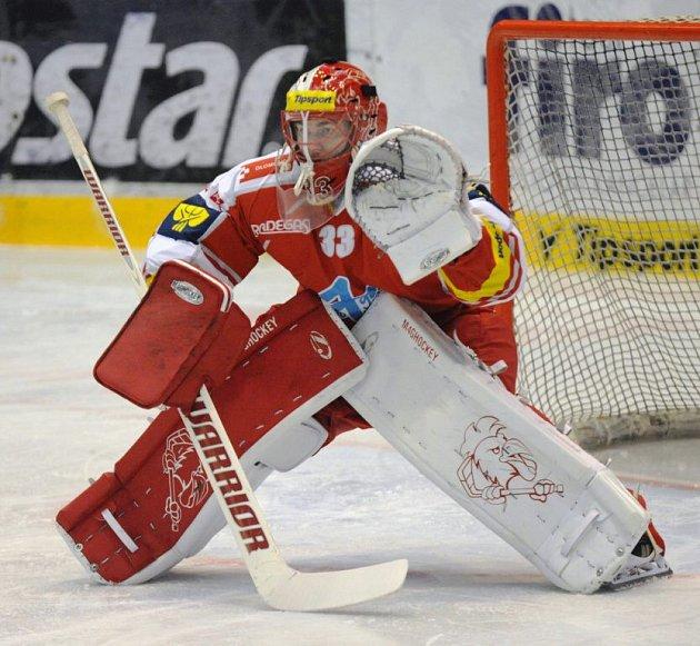 Brankář Olomouce Tomáš Vošvrda. HC Verva Litvínov - HC Olomouc
