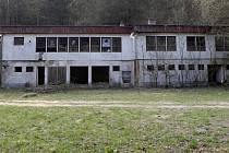 Ochoz - bývalý pionýrský tábor plný azbestu.