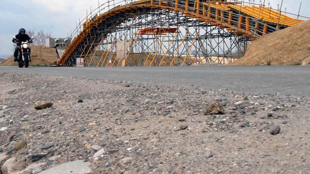 Stavba obchvatu znamená pro řidiče jednu komplikaci. Od dnešního dne je uzavřena silnice z Olomouce do Topolan.
