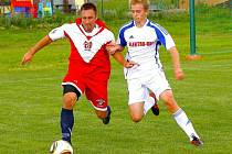 Fotbalisté Hněvotína (v červenobílé) proti Dolanům