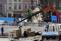 Rozebírání kluziště na Dolním náměstí