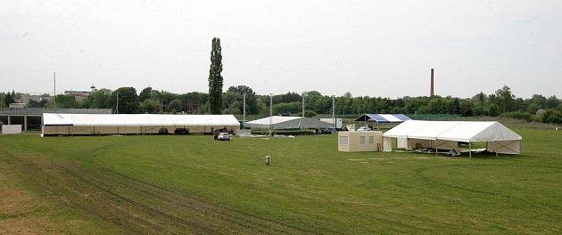 Na dostihové dráze na Lazcích roste pódium pro Majáles a Beerfest