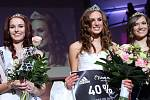 leva druhá vícemiss Denisa Čechová, vítězka Natálie Novosadová a první vícemiss Denisa Jeslíková. Finále Miss OK 2015 v olomouckém RCO