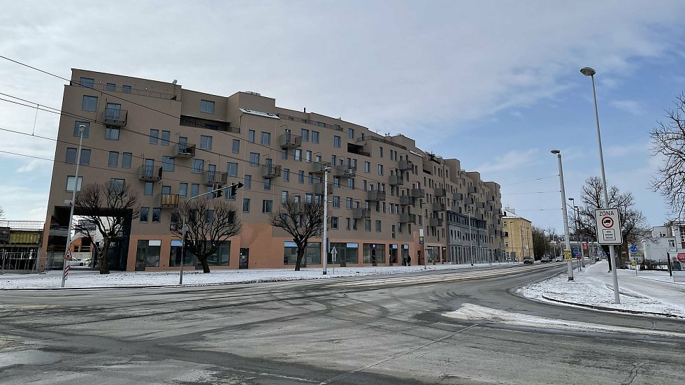 Třída 17. listopadu v Olomouci.  Na snímku bytový komplex Šantova, únor 2021