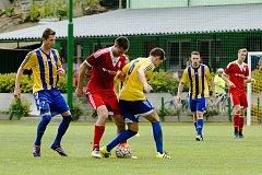 V prvním kole MOL Cupu porazily divizní Kozlovice Uničov (v červeném) 3:0