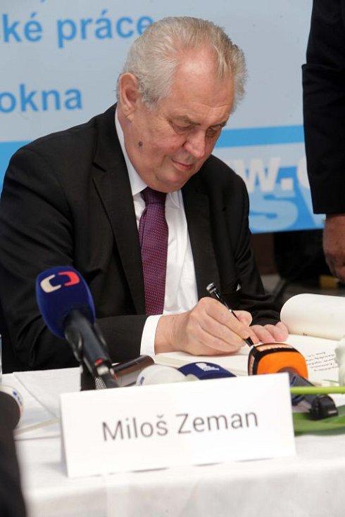 Prezident Zeman ve společnosti Česko-slezská výrobní ve Zlatých Horách