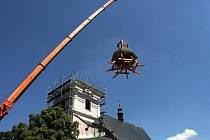 Věž kostela ve Slatinicích dostala novou věž