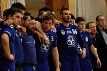 Tatran Litovel (v modrém) prohrál se Zlínem po rozstřelu sedmiček - lavička Tatranu během rozstřelu