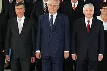 Prezident Zeman jmenoval novou vládu. Vlevo ministr financí Fischer, vpravo premiér Rusnok