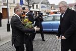 Prezident Zeman v Přerově. Vítá jej primátor Jiří Lajtoch