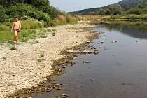 Řeka Bečva u Lipníku 10. srpna 2015