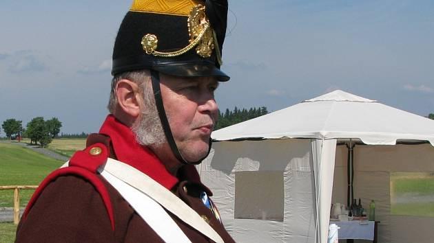 Generál Laudon obhlíží terén před rekonstrukcí bitvy u Guntramovic.