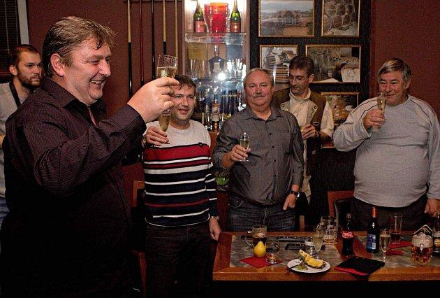 Lídr ANO Milan Feranec slaví vítězství vkomunální volbách 2014vOlomouci