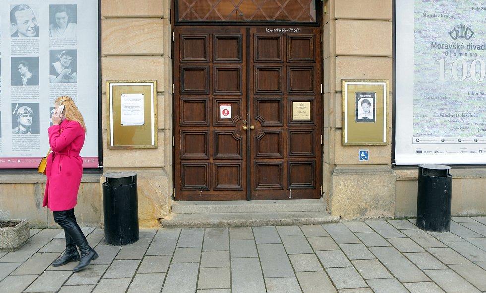 Olomouc vzpomíná na Hanu Maciuchovou - kondolenční místo v Moravském divadle, 28. ledna 2021
