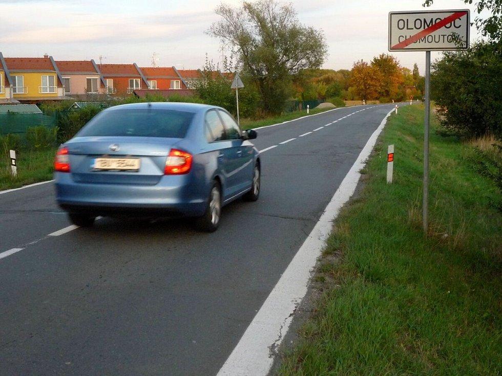 Silnice mezi Olomoucí a Chomoutovem