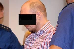 Obžalovaný z vraždy tříleté dcery a pokusu vraždy pětiletého syna u krajského soudu ve Zlíně