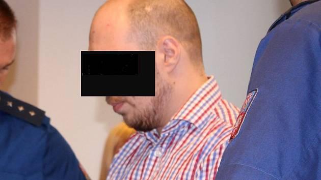 Otec, který ubodal malou dcerku, spáchal ve vězení sebevraždu
