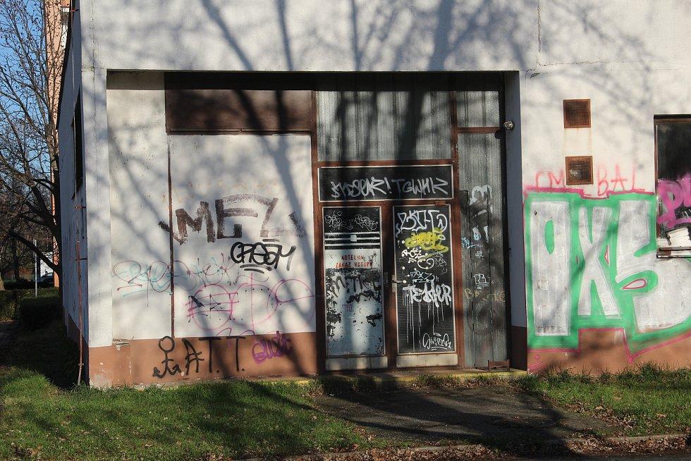 Z bývalé kotelny v Trnkově ulici na olomouckém sídlišti Nové Sady by se měla stát moderní městská knihovna.
