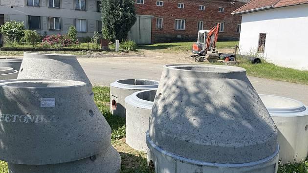 Stavba stokové sítě a ČOV zavřela populární koupací biotop v Laškově, 20. června 2021.