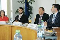 Zástupci Moravské vysoké školy Olomouc a projektu OK4Inovace novinářů představili novou soutež pro stredoškoláky V Olomouckém kraji jsem doma. A vždycky budu!