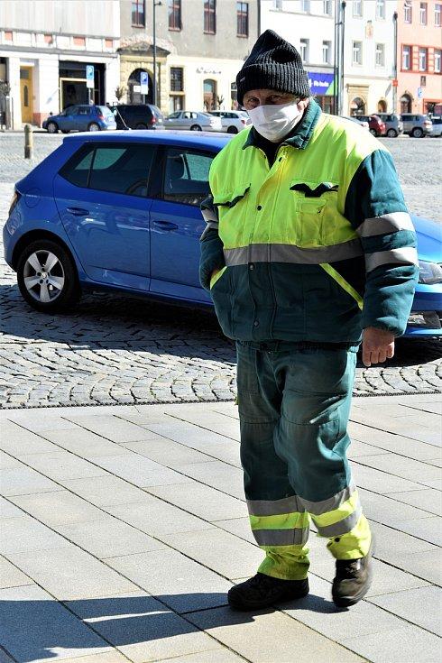 Bez roušky nesmí ven ani pracovníci Technických služeb města Olomouce
