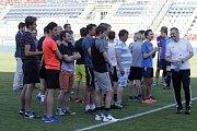 Na olomouckém Andrově stadionu proběhla náborová akce rozhodčích Pískej, mávej, rozhoduj