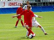 Finále ve fotbale - Olomoucký kraj (červené dresy) - Středočeský kraj 1:4
