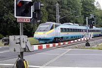 Přejezd přes železniční koridor. Ilustrační snímek.