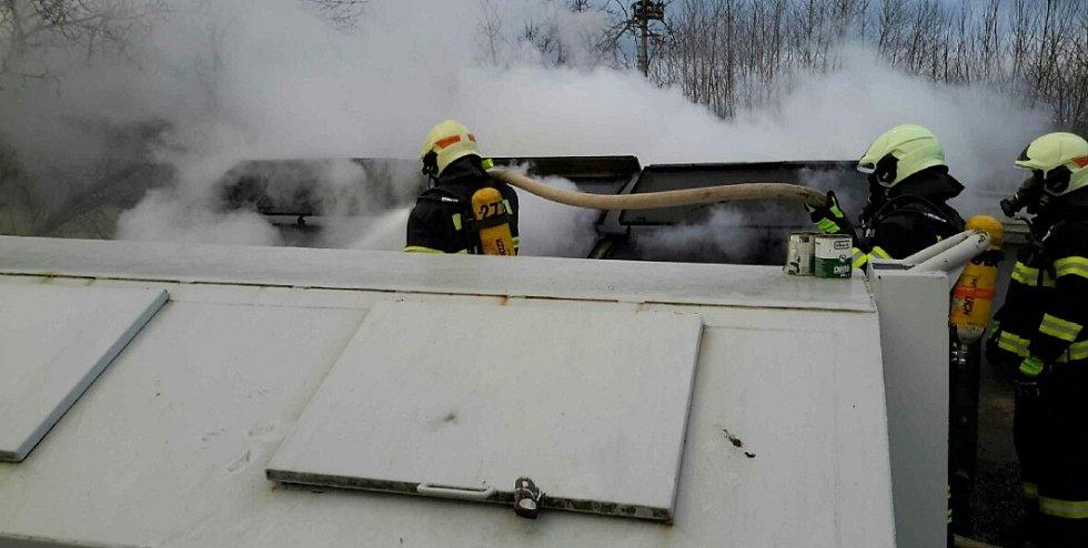 Požár kontejneru na Dubicku