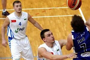 Basketbalisté Olomouce (v bílém). Ilustrační foto