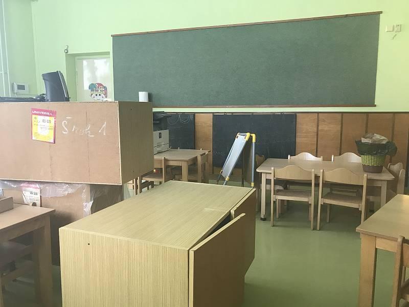 Zpět do lavic se až na dva vrátí všichni žáci blatecké malotřídky. Vedení školy už připravuje podmínky, aby splnilo hygienická nařízení kvůli epidemii koronaviru. (14.května 2020)