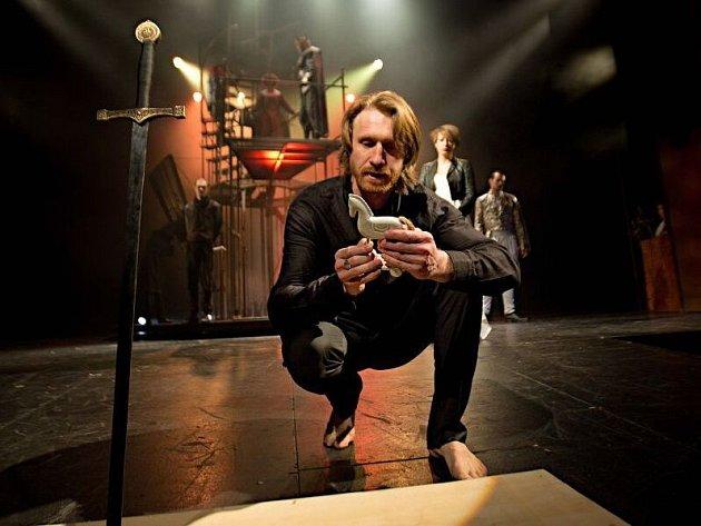 Petr Kubes. Shakespearův Hamlet v podání Moravského divadla Olomouc