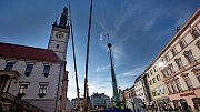 Z olomoucké radnice kvůli opravě sundali špičku věže