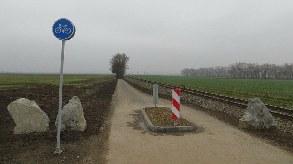 Do Senice se cyklisté z Příkaz dostanou po nové cyklostezce.