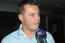 Kandidát na post předsedy FAČR Jindřich Rajchl dorazil na setkání s moravskými funkcionáři do prostor Androva stadionu v Olomouci.