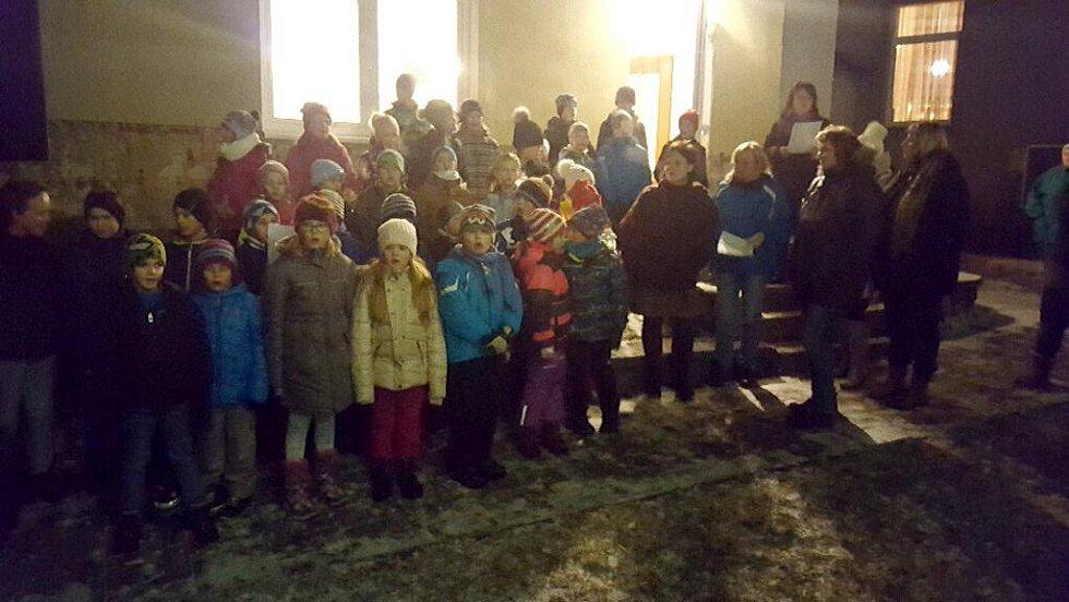 Česko zpívá koledy v Doloplazech