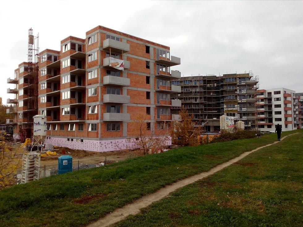 O projekt Holandská čtvrť u Globusu je velký zájem. Jsou  cenově dostupné, dispozičně dobře řešené a na zajímavém místě. Všechny jsou prodané.